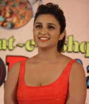 parineeti-chopra-latest-photos-07
