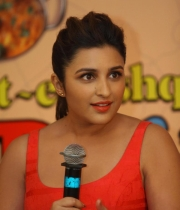 parineeti-chopra-latest-photos-09