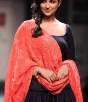 parineeti-chopra-latest-stills-6