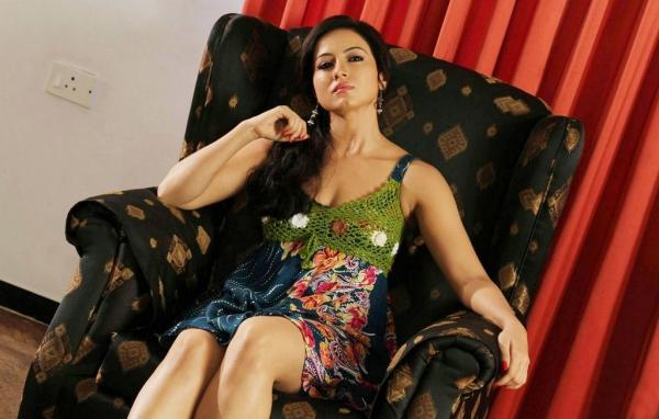 sana-khan-stills-in-dirtry-picture-remake-20