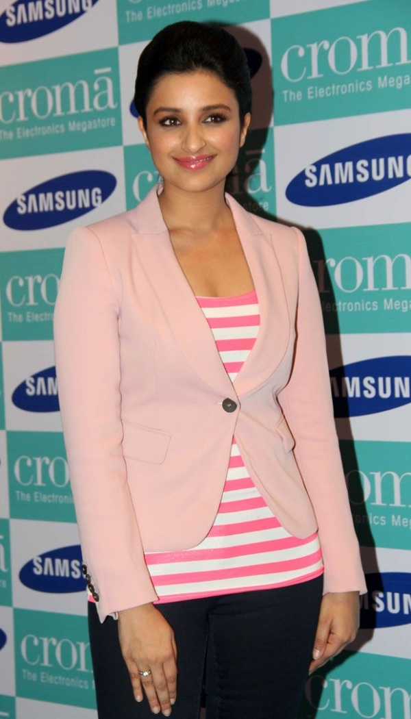 parineeti-chopra-launches-samsung-galaxy-note3-photos-05