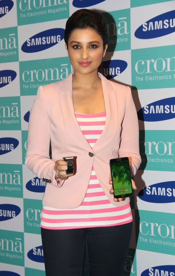 parineeti-chopra-launches-samsung-galaxy-note3-photos-07