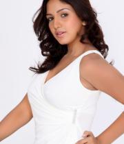 pavani-reddy-hot-photos-in-white-dress-4