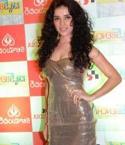 actress-piaa-bajpai-latest-cute-gallery-08
