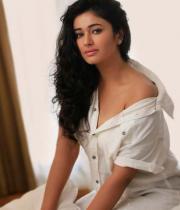 poonam-bajwa-hot-photo-shoot-stills-09