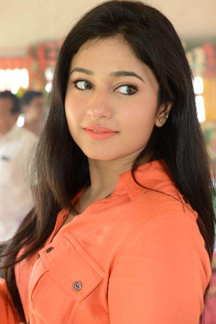poonam-bajwa-latest-photos-03