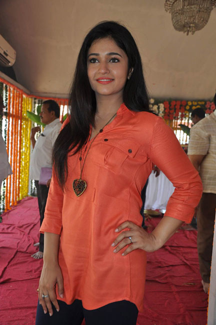 poonam-bajwa-latest-photos-12