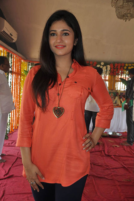 poonam-bajwa-latest-photos-13