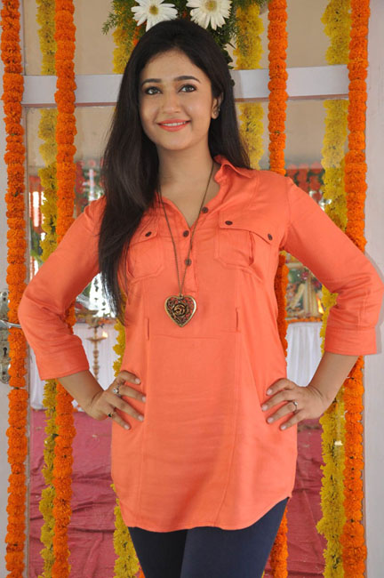 poonam-bajwa-latest-photos-17