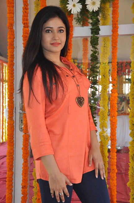 poonam-bajwa-latest-photos-18