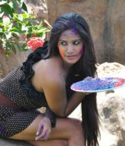 poonam-pandey-promotes-waterless-holi-05