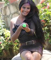 poonam-pandey-promotes-waterless-holi-12