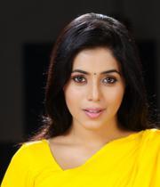 poorna-in-yellow-saree-photos-1