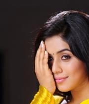 poorna-in-yellow-saree-photos-10