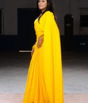 poorna-in-yellow-saree-photos-11