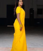 poorna-in-yellow-saree-photos-12