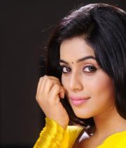 poorna-in-yellow-saree-photos-13