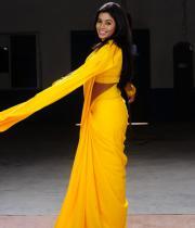 poorna-in-yellow-saree-photos-16