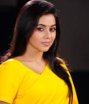 poorna-in-yellow-saree-photos-2