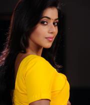 poorna-in-yellow-saree-photos-21
