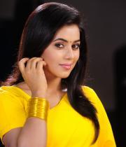 poorna-in-yellow-saree-photos-22