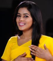 poorna-in-yellow-saree-photos-23