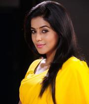 poorna-in-yellow-saree-photos-25