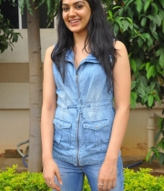 sakshi-new-stills-10
