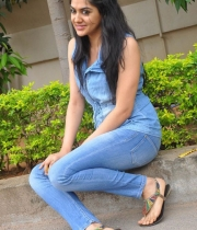 sakshi-new-stills-11