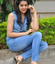 sakshi-new-stills-12