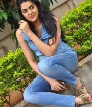 sakshi-new-stills-13