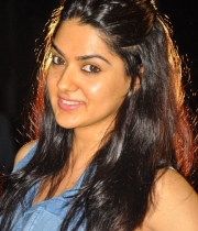 sakshi-new-stills-2