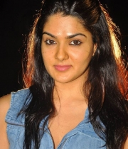 sakshi-new-stills-3