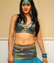 sakshi-chowdary-hot-stills-pyar-mein-padipoya-song-1