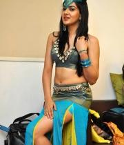 sakshi-chowdary-hot-stills-pyar-mein-padipoya-song-2