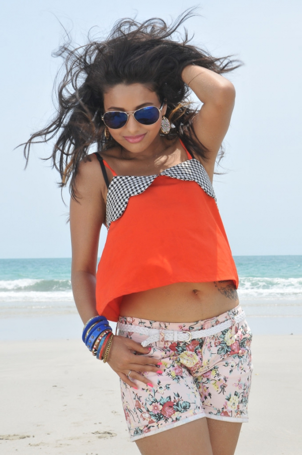 pramela-hot-beach-photos-14