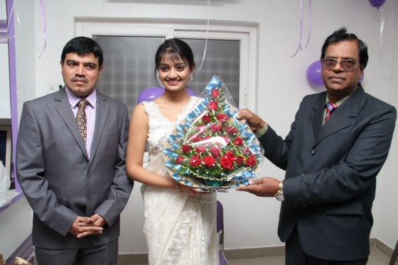 pranitha-and-nikitha-launch-homeo-trends-super-speciality-hospital-21