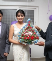 pranitha-and-nikitha-launch-homeo-trends-super-speciality-hospital-23