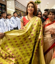 pranitha-photos-at-kalamandir-new-showroom-launch-10