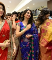 pranitha-photos-at-kalamandir-new-showroom-launch-12
