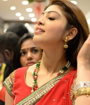 pranitha-photos-at-kalamandir-new-showroom-launch-16