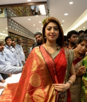 pranitha-photos-at-kalamandir-new-showroom-launch-17