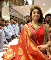 pranitha-photos-at-kalamandir-new-showroom-launch-18