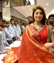 pranitha-photos-at-kalamandir-new-showroom-launch-19