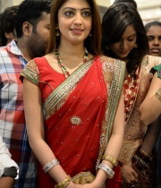 pranitha-photos-at-kalamandir-new-showroom-launch-2