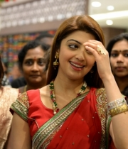 pranitha-photos-at-kalamandir-new-showroom-launch-25
