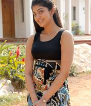 pranitha-latest-hot-photos-in-saree-08