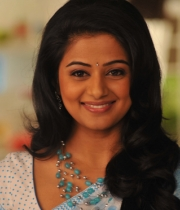 priyamani-latest-saree-stills-11
