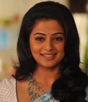 priyamani-latest-saree-stills-12
