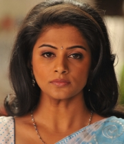 priyamani-latest-saree-stills-16